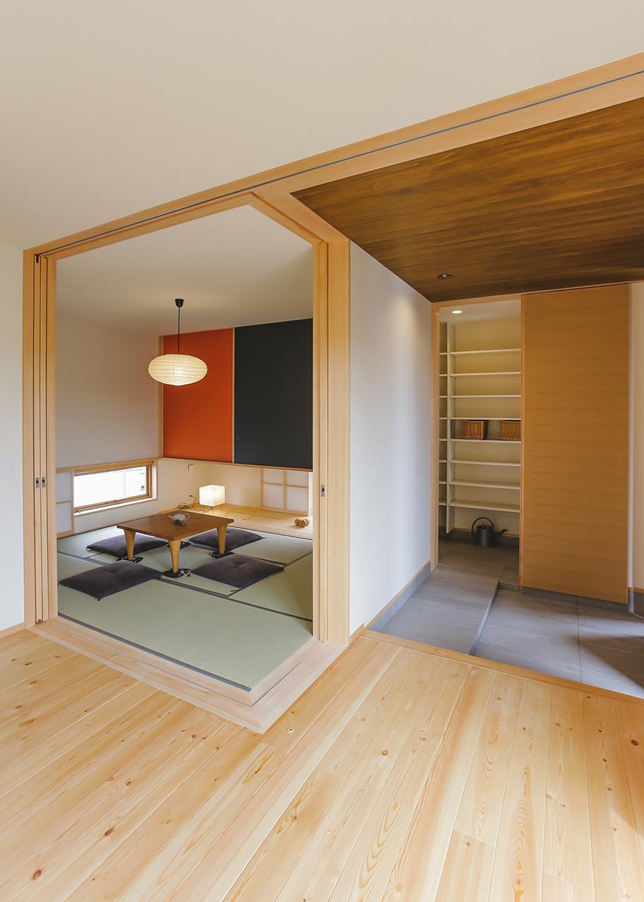 玄関近くに配置した6畳の和室