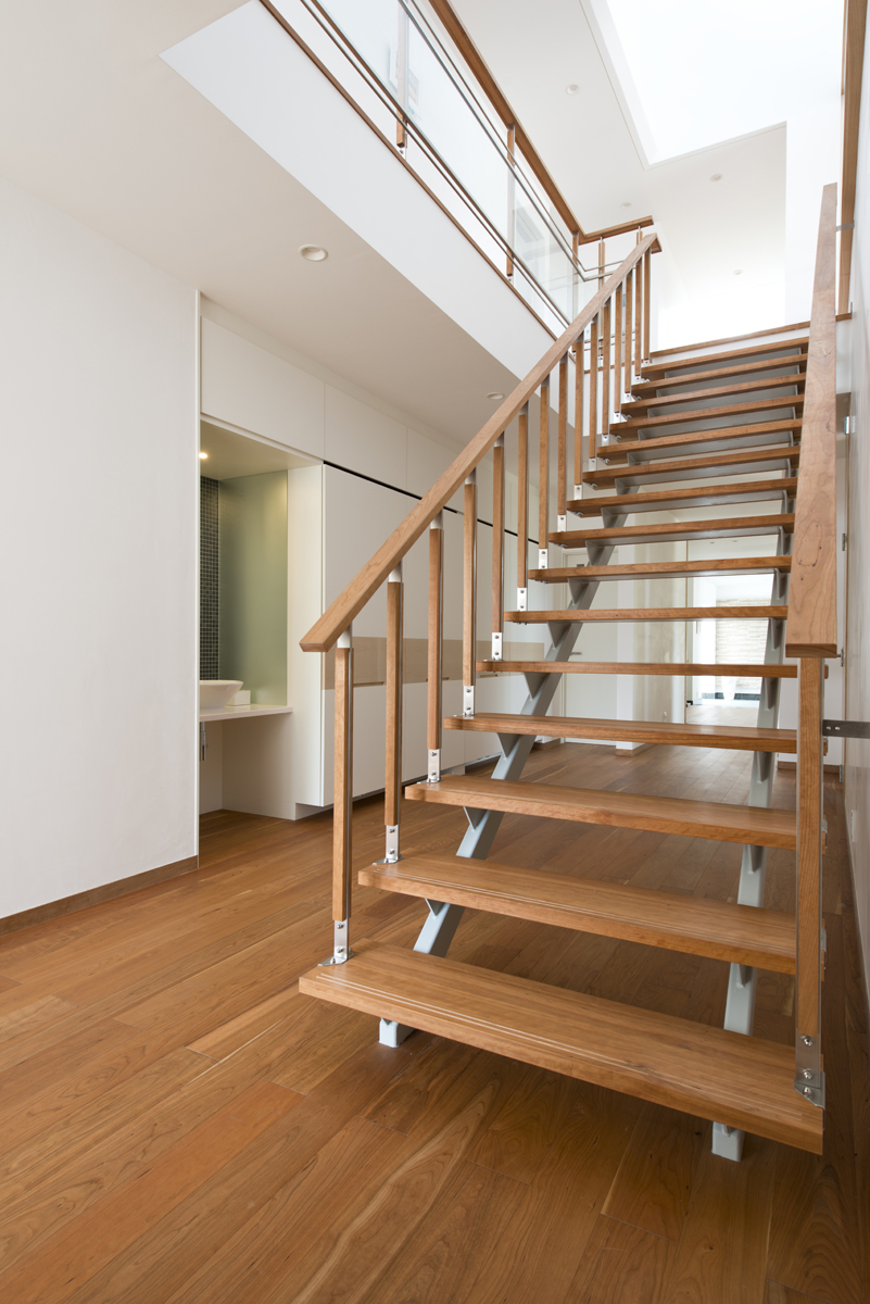 階段にも上質感を