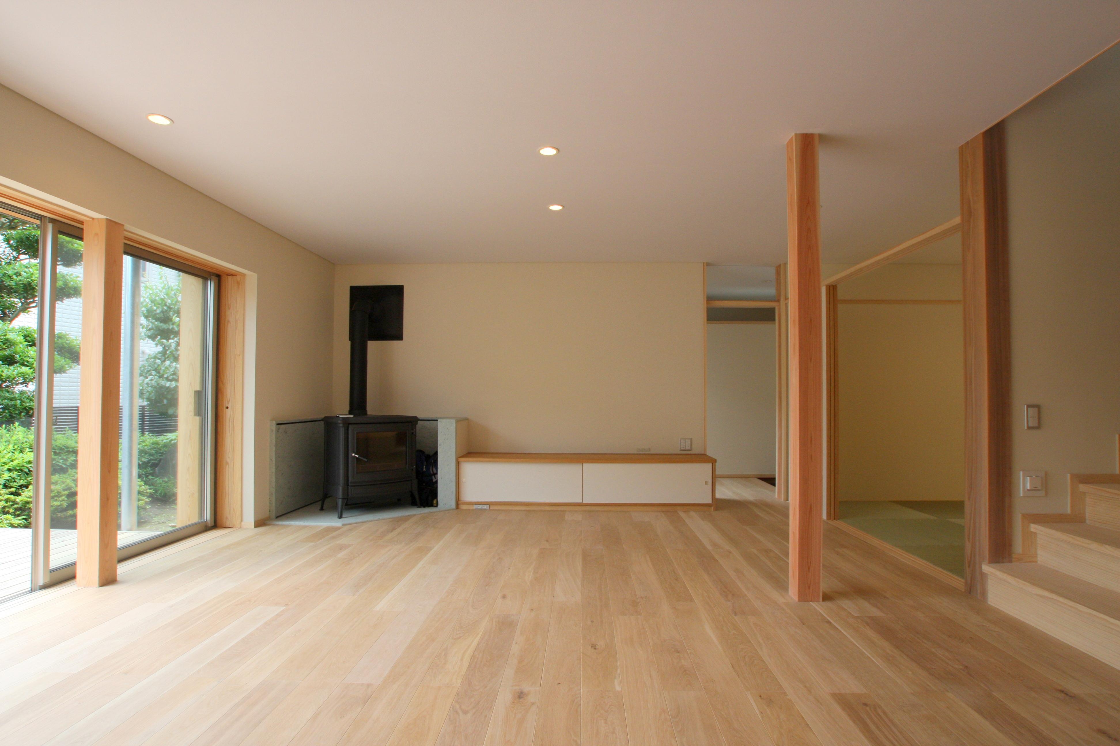 薪ストーブのある家の建築実例(内観)