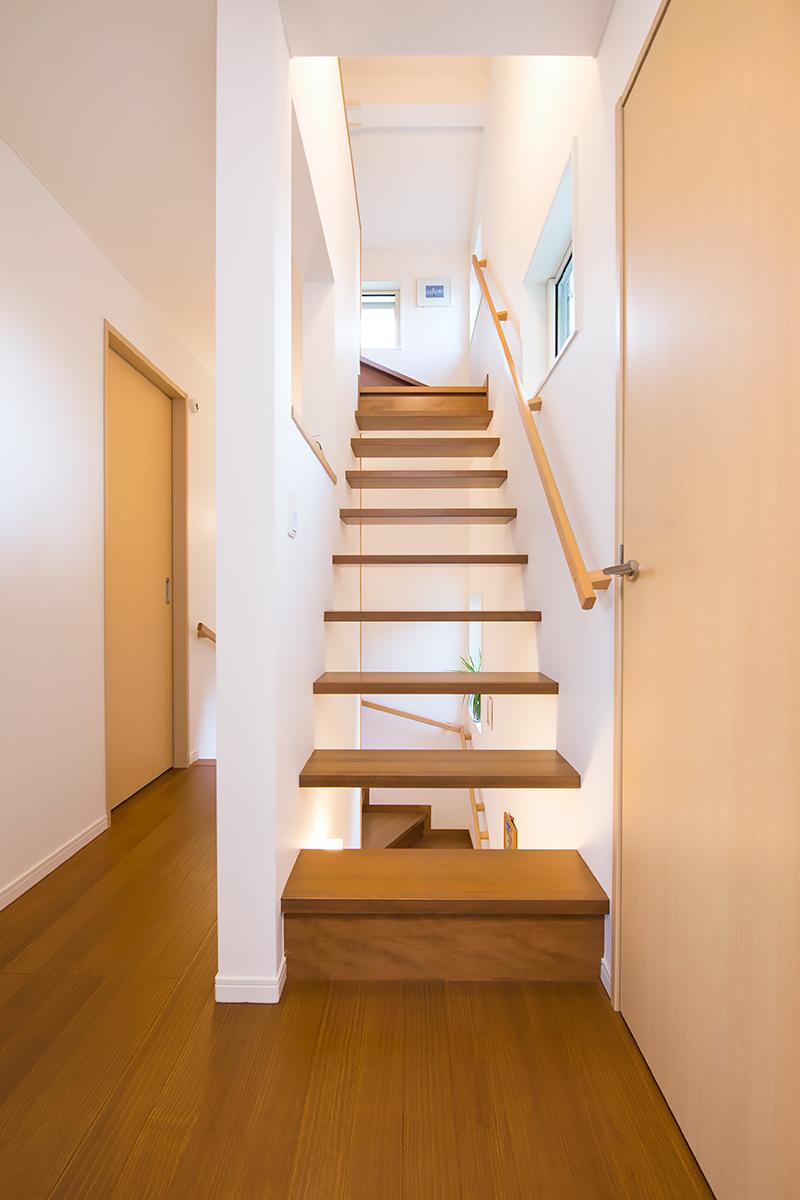 明るい採光のとれる階段
