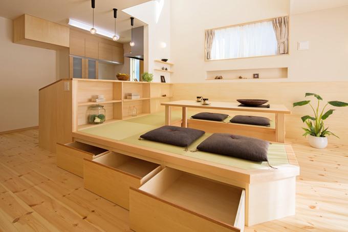リビングに畳を埋め込んだ堀座卓へ。高くなった分、引出収納も作れます。
