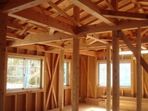 自然素材の家づくりの構造部分の画像:木造の骨組み