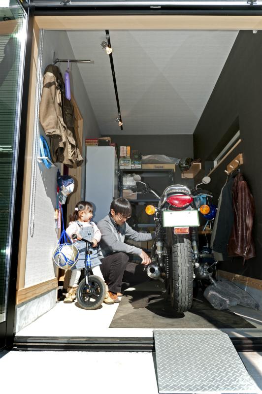 平屋 バイクガレージ