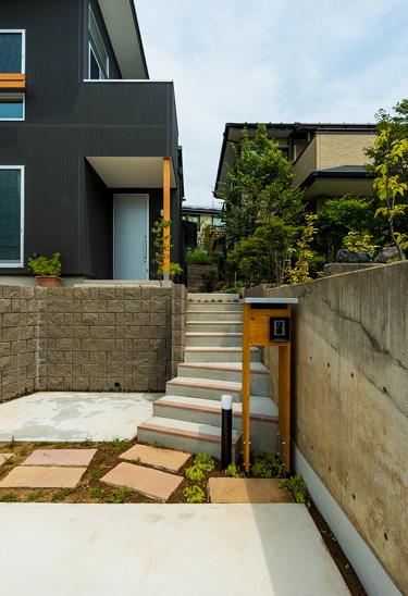 2Fリビングと中庭の家