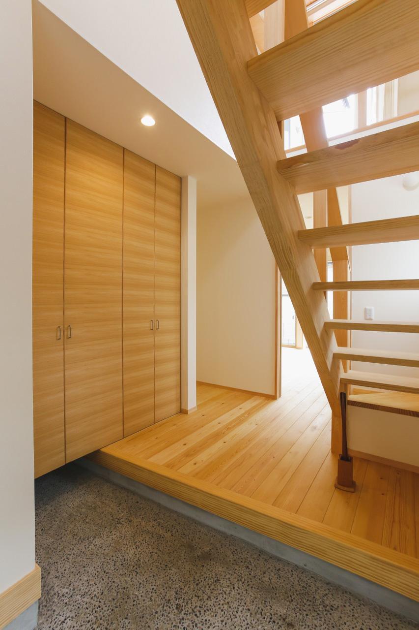 オープン階段のある2階リビングの家