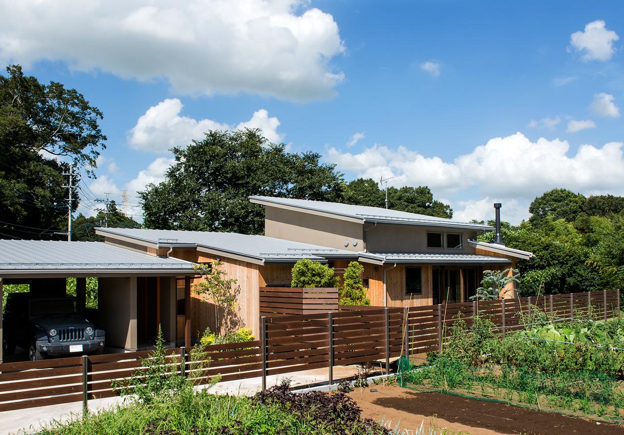 千葉の平屋のガレージハウスの建築実例 自然に溶け込む自然素材の家づくりによるガレージハウス