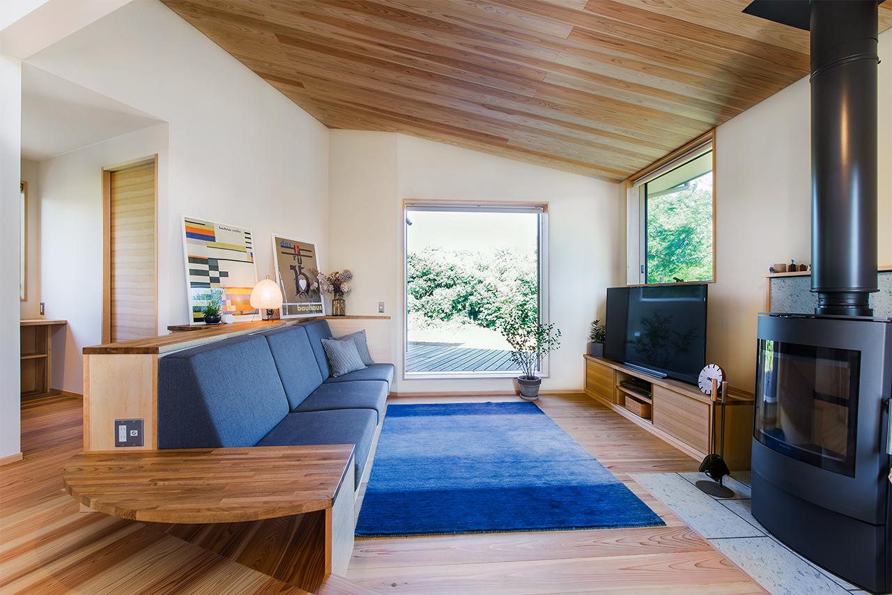 千葉のガレージハウスの外観:景色を眺めながら、薪ストーブの暖かさにいやされるダウンリビング