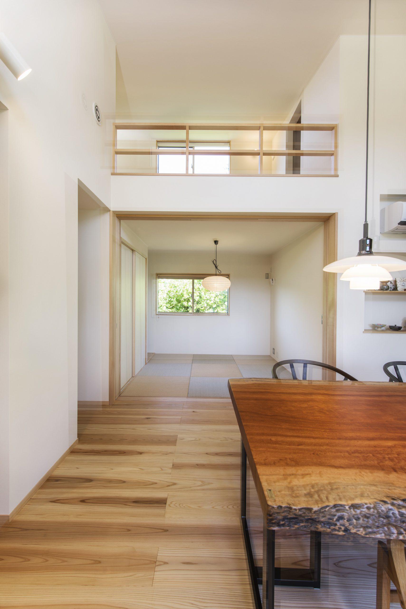 平屋にロフトを設置してデメリットを解消した施工事例:高窓のメンテナンスもしやすい構造