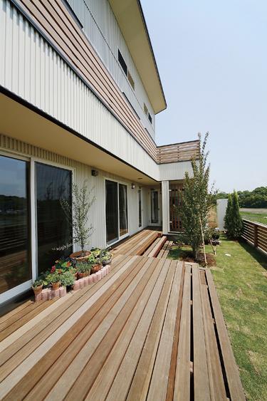 木の香りと景色を楽しむ家