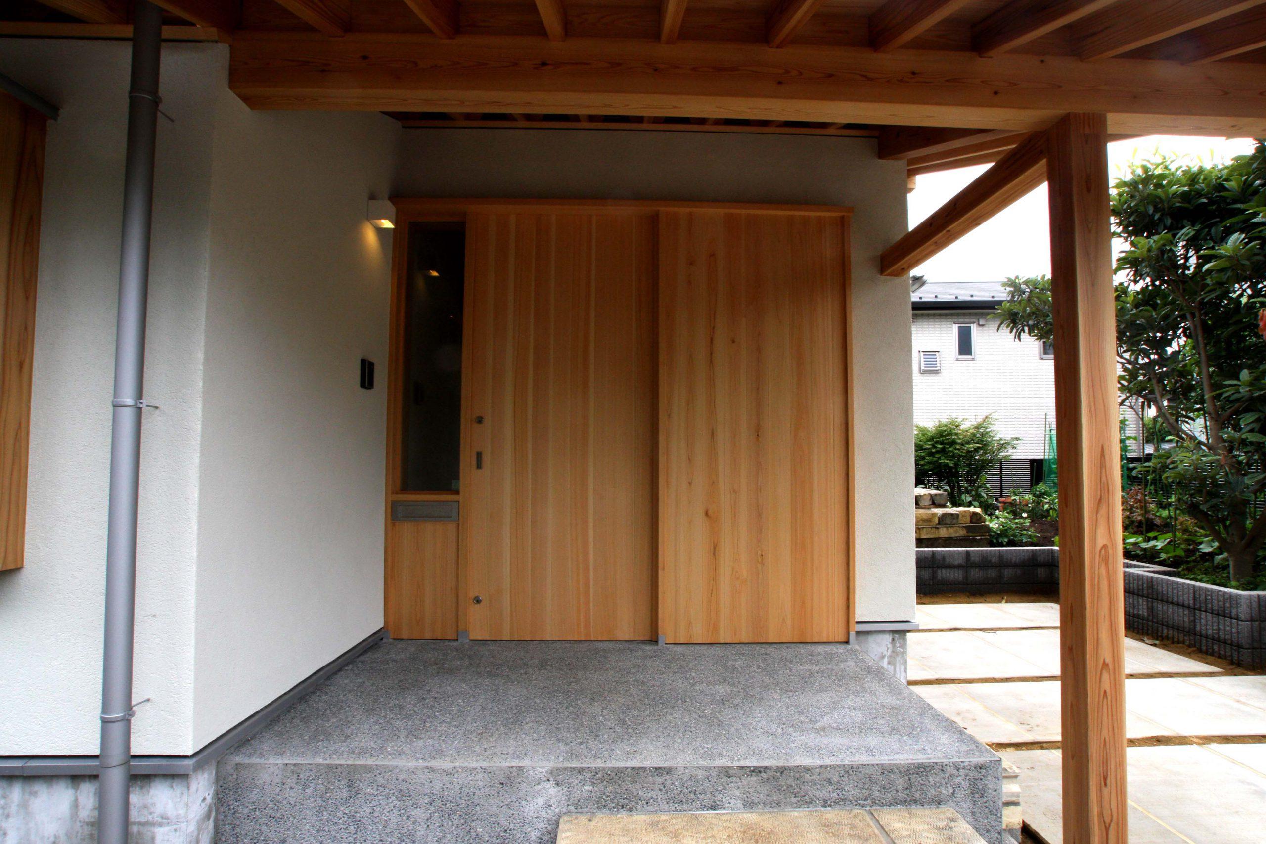 稲毛に建つ薪ストーブの家
