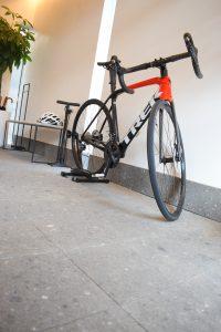 玄関・自転車